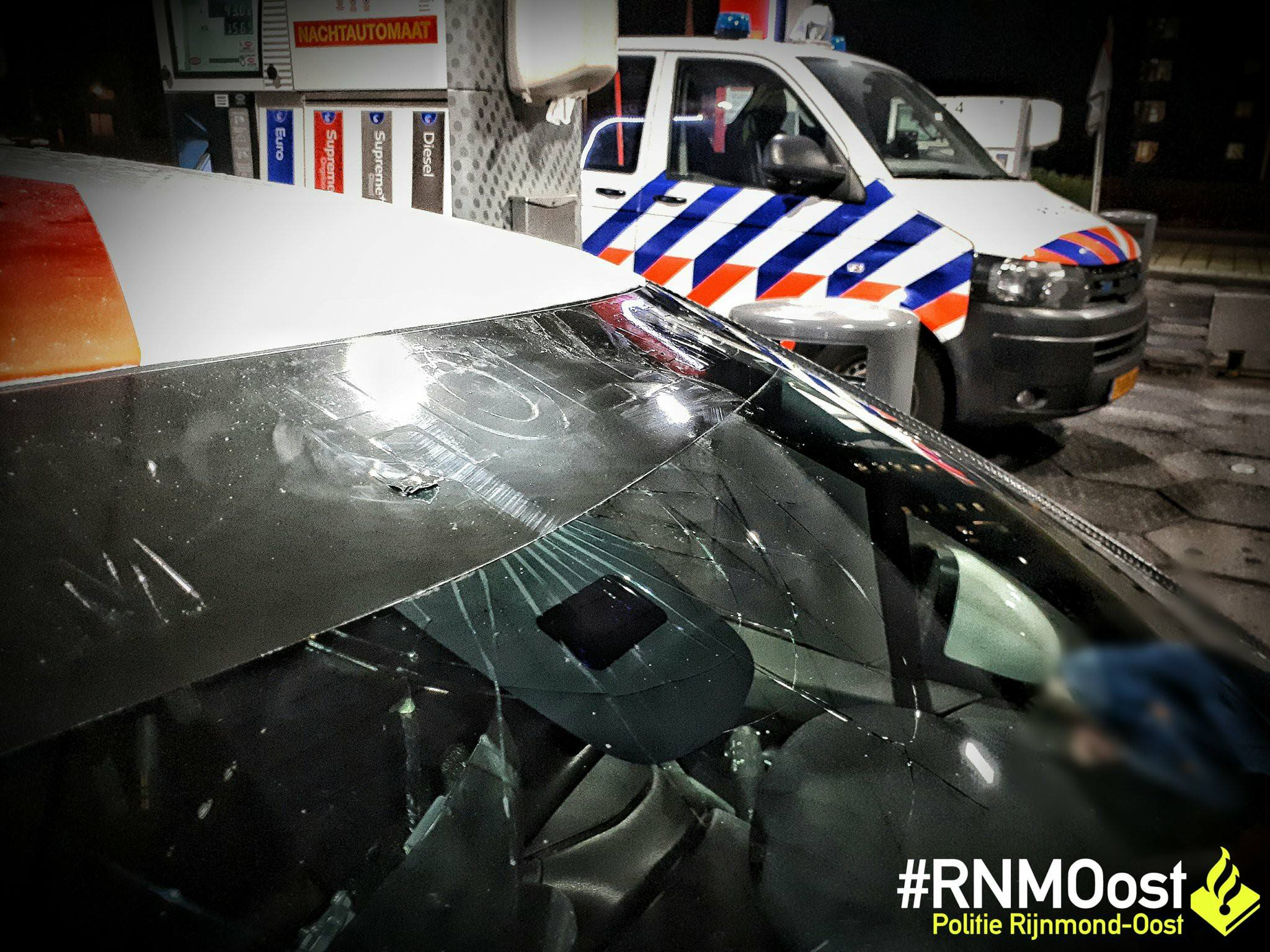 Voorwerp op passerende auto gegooid