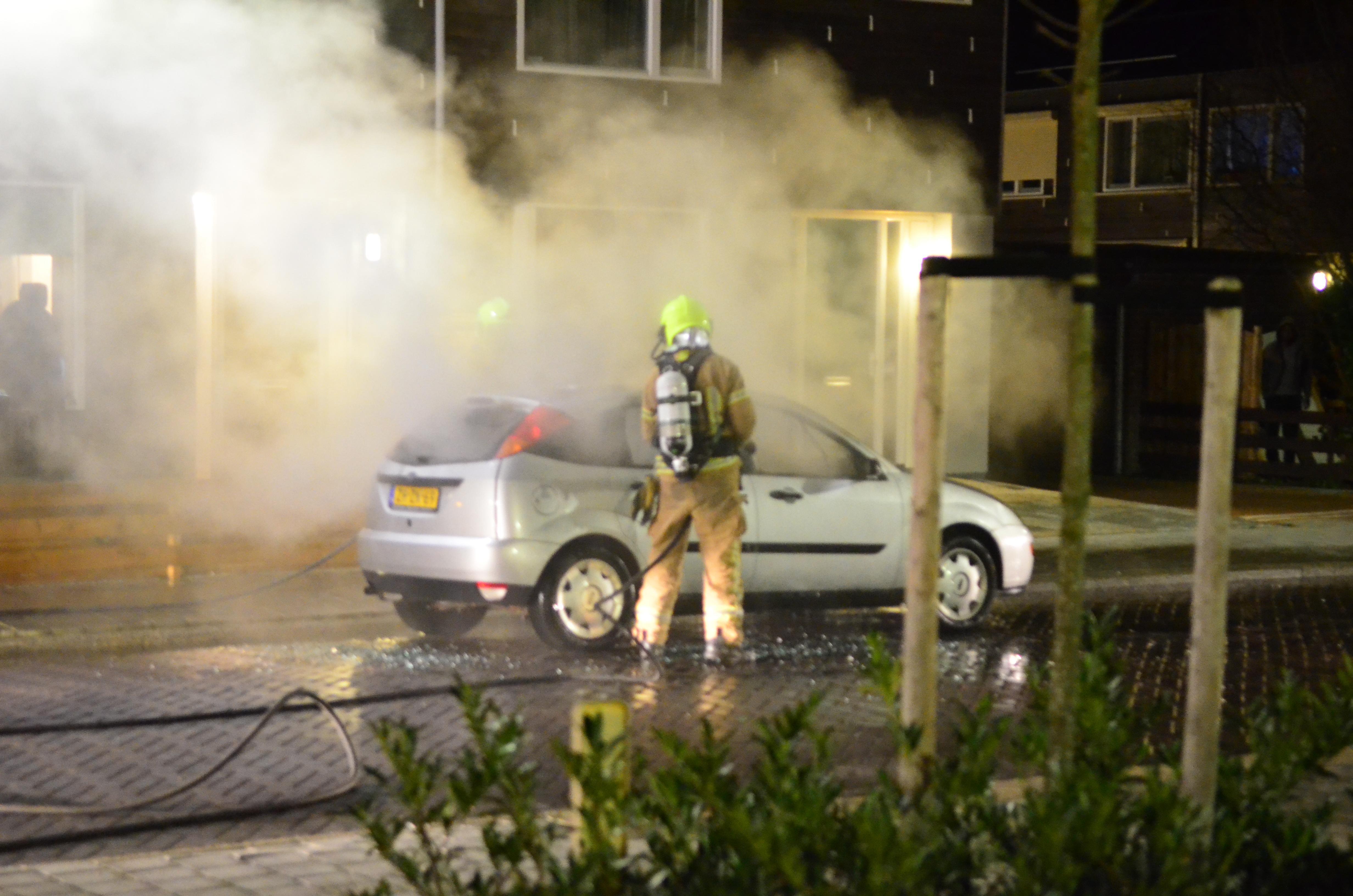 Auto in brand aan de Meerkoetstraat